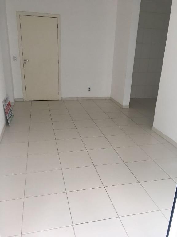 Apartamento com 2 dormitórios para alugar, 67 m² por R$ 1.100,00/mês - Centro - Tijucas/SC