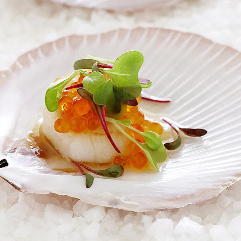 Seared Scallops with Salmon Caviar