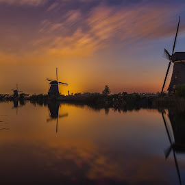 Kinderdijk at 04:29 by Rémon Lourier - Buildings & Architecture Statues & Monuments