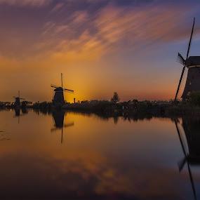 Kinderdijk at 04:29 by Rémon Lourier - Buildings & Architecture Statues & Monuments