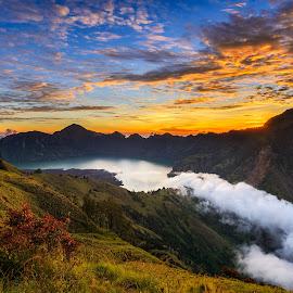 美丽的云海 .....  by Jose Hamra - Landscapes Mountains & Hills ( sky, mountain, indonesia, sunset, haida, cloud, sunrise, lombok, rinjani )