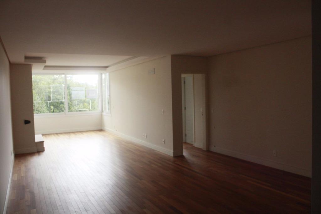 Apartamento de 3 dormitórios à venda em Planalto, Gramado - RS