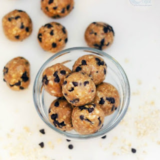 No Bake Peanut Butter Oatmeal Energy Balls