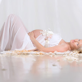 Wait by Helena Lindgren - People Maternity ( love, maternity, waiting, baby girl, flowers )