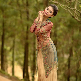 Kebaya by Agus Mulyawan - People Fashion