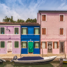 Burano by Ole Steffensen - Buildings & Architecture Homes ( venezia, houses, boats, venice, burano, homes, canal, italy )