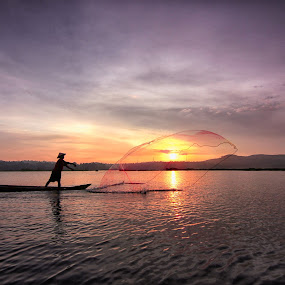 Rawapening #3 by Ari Wid - Landscapes Sunsets & Sunrises ( ambarawa, central java, indonesia, salatiga, net, fisherman, rawapening, relax, tranquil, relaxing, tranquility )