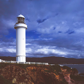 Wollongong Lighthouse 1991 by Annette Flottwell - Buildings & Architecture Public & Historical ( wollongong, phare, lighthouse, vurutoren, faro, wollongong lighthouse )