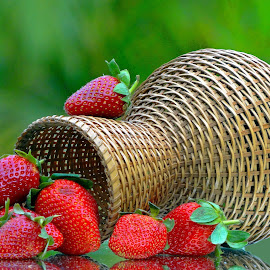 Red nn green by Asif Bora - Food & Drink Fruits & Vegetables
