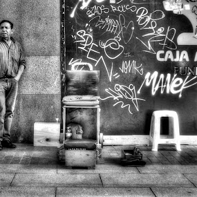 shoeshine by John O'Groats - People Street & Candids ( shoeshine, madrid, spain )