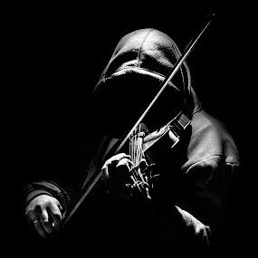 Selfie by Petar Shipchanov - People Musicians & Entertainers ( selfie, violin, black and white, bow, hood, portrait )