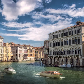 Gran Canal  by Ole Steffensen - City,  Street & Park  Vistas ( venezia, gran canal, boats, buildings, venice, architecture, canal, italy )