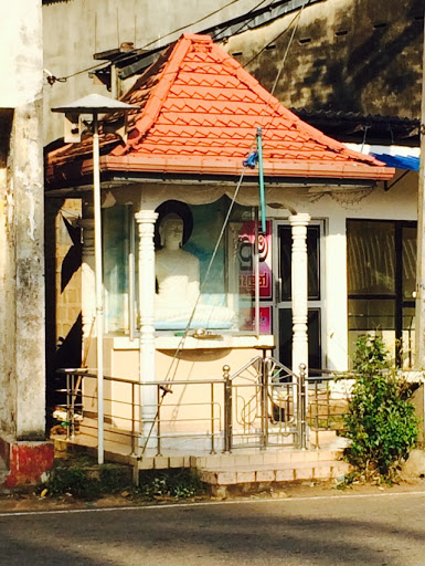 Urapola Budda Statue
