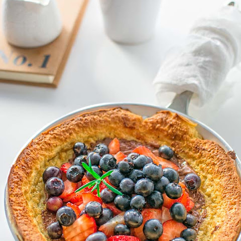 BAKED PANCAKE WITH FRESH BERRIES