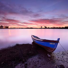 Resting Boat... by Rui Catarino - Landscapes Waterscapes ( barcos, sunset, boats, rio tejo, margem sul do tejo, barreiro, por do sol )