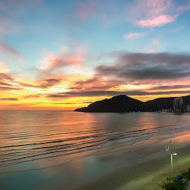 Sunrise in Camboriú by Rqserra Henrique - Landscapes Sunsets & Sunrises ( brazil, dawn, rqserra, colorfull, beach, sunrise, landscape )
