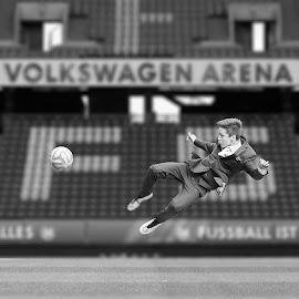 Confirmation by Bjørn-Egil Johne - Sports & Fitness Soccer/Association football ( football )