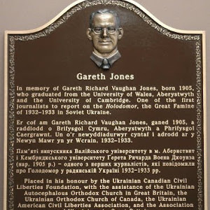 Trilingual memorial to Gareth Jones in Old College at Aberystwyth UniversitySubmitted by @EquusontheBuses