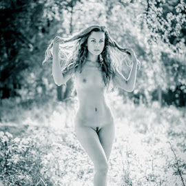 *Sabi 2* by Mika Leinonen - Nudes & Boudoir Artistic Nude ( pose, nude, black and white, beauty in nature, toned,  )