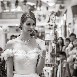 Wedding dress by Prosenjit Saha - People Portraits of Women ( model, wedding gown, weddings, wedding, beautiful, wedding dress, modelling,  )