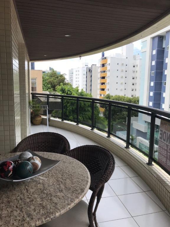 Apartamento a 1 Quadra da Praia Vende 3 Quartos 2 Vagas em Caiobá