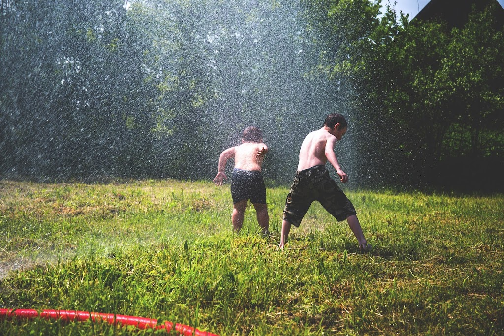 children water fight