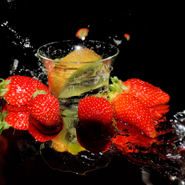kiwi and strawberry by LADOCKi Elvira - Food & Drink Fruits & Vegetables ( fruits )