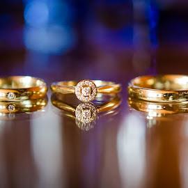 TheRings by Anamaria Roman - Wedding Details ( diamonds, blue, wedding, rings, gold, ceremony )