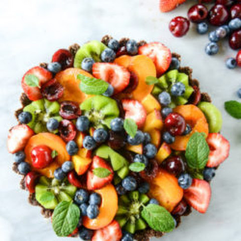 No-Bake Chocolate Cashew Coconut Crusted Summer Fruit Tart