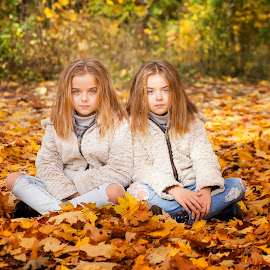 Raya&iva by Anna Anastasova - Babies & Children Child Portraits ( girls, sisters, autumn, child portrait, children, autumn colors, twins )