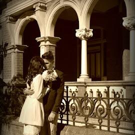 James and Emily elope by Jodie Graham - Wedding Bride & Groom