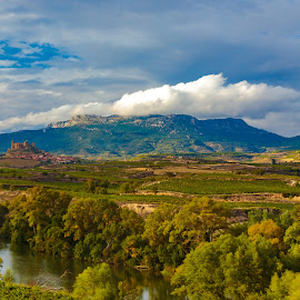 castillo fortaleza San Vicente de Sonsierra, Logroño by Roberto Gonzalo Romero - Landscapes Prairies, Meadows & Fields ( logroño, castillo, fortaleza )