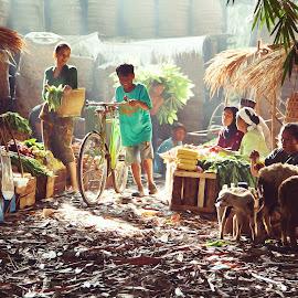 Morning market by Fritz Basuki - People Street & Candids