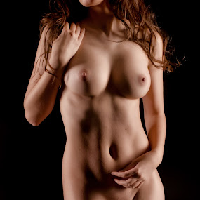 Beauty 4 by Jean-marc Nehmé - Nudes & Boudoir Artistic Nude ( pose, female, shadow, light, curves )