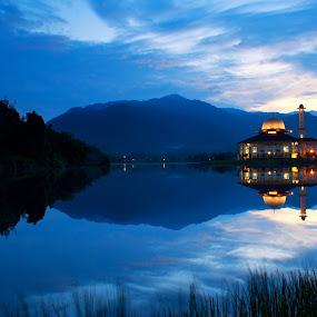 Tranquillity of Dawn at Darul Quran by Zackri Zim's - Landscapes Waterscapes ( zackri zim's, d3000, reflection, malaysia, kuala kubu bharu, nikon, kitlens, darul quran )