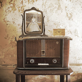Olde time listening by Kimberly Hunker - Artistic Objects Antiques ( music, radio, listening, antique, cuba )