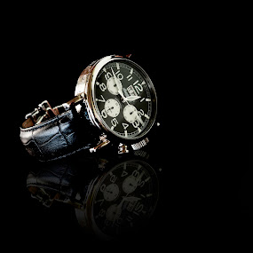 Ingersoll Watch by Fergus Ford - Products & Objects Technology Objects ( product, macro, ingersoll, automatic, photrgraphy )