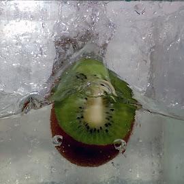 kiwi in the water by LADOCKi Elvira - Food & Drink Fruits & Vegetables ( fruits )