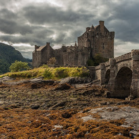 Eilean Donan Castle by Erik Pettinari - Travel Locations Landmarks ( scotland, eilean donan castle, europe )