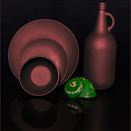 Plates is empty by Petrus En Janine Theron - Artistic Objects Cups, Plates & Utensils ( mirror, shell, plates, bottle )