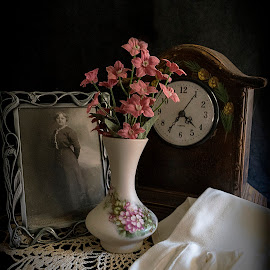 Time Passes by LINDA HALLAUER - Artistic Objects Still Life