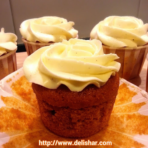 Thai Iced Tea Cupcakes with Condensed Milk Vanilla Bean SMBC