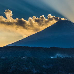 Eruption! by Cristobal Garciaferro Rubio - Landscapes Mountains & Hills ( popo, mexico, puebla, popocatepetl, smoking volcano )