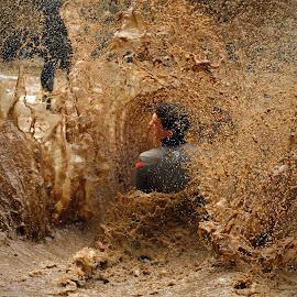 At Full Speed ! by Marco Bertamé - Sports & Fitness Other Sports ( water, muddy, sliding, splatter, splash, differdange, stromg, 2015, brown, soup, strongmanrun, man, luxembourg )