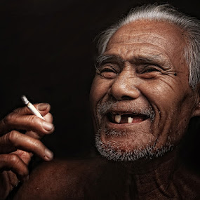 GRANDFATHER SMILE  by Ezha Nizami - People Family
