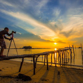 hunting sunrise by Demi Nst - Landscapes Sunsets & Sunrises ( sand, sky, camera, cloud, sea, beach, sunrise, landscape, people, photographers, taking a photo, photographing, photographers taking a photo, snapping a shot )