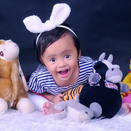 Ciluuukkk Baaahhh by Rochmad Hidayat - Babies & Children Child Portraits
