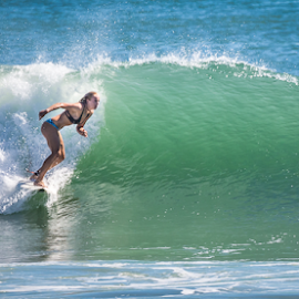 Girls can Surf by Ralph Brown - Sports & Fitness Surfing