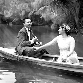 cheerful by Iqbal Gautama - People Couples ( love, indonesia, bandung,  )