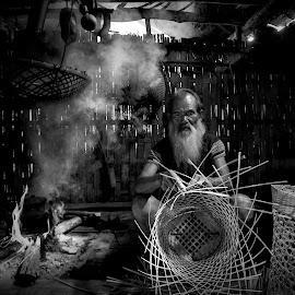 Knitting by Hop Nguyenvan - Black & White Portraits & People ( kon tum, việt nam, người đồng bào ba na,  )